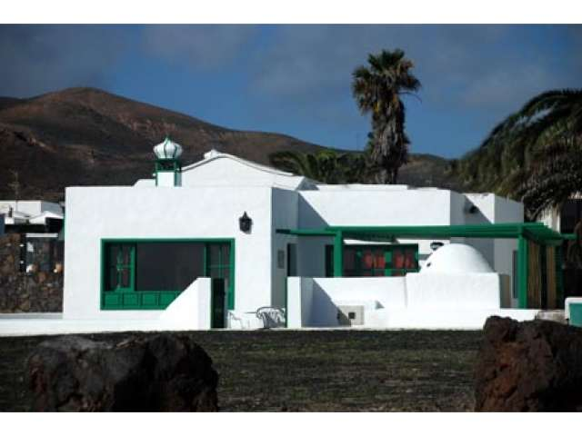 First line typical fully renovated luxurious Canarian house in Los Cocoteros, Lanzarote, Canary Islands - Very Private